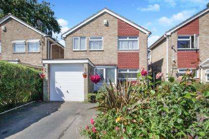 4 Bedrooms Detached House for sale in St. Bernards Close, Luton, Bedfordshire, England