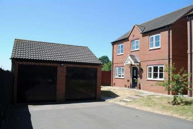 4 Bedrooms Detached House for sale in Auckland Close, Kingsthorpe, Northampton NN2 7BJ