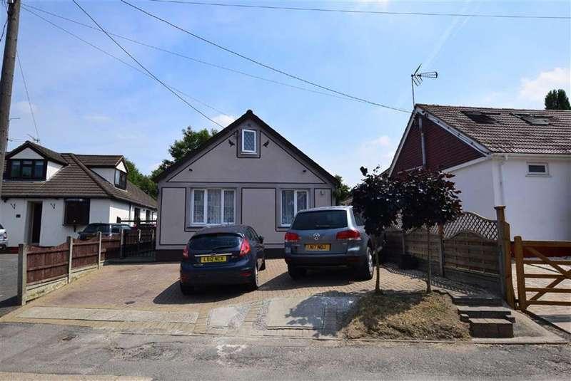 3 Bedrooms Detached Bungalow for sale in Pound Lane, Basildon, Essex