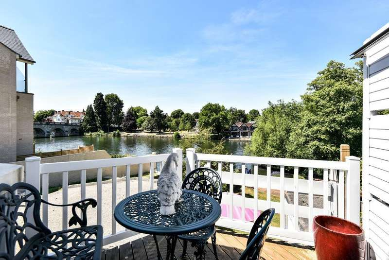 2 Bedrooms Flat for sale in Mallards Reach, Mill Lane, SL6