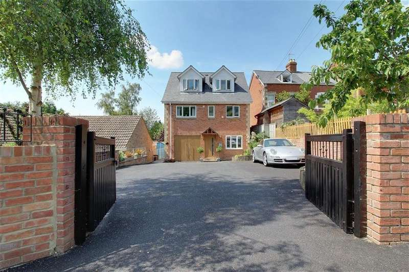 5 Bedrooms Detached House for sale in Middleyard, Middleyard, Gloucestershire