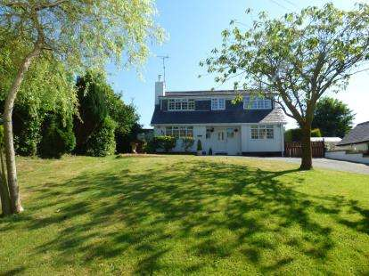 4 Bedrooms Bungalow for sale in Dulas, Anglesey, North Wales, United Kingdom, LL70