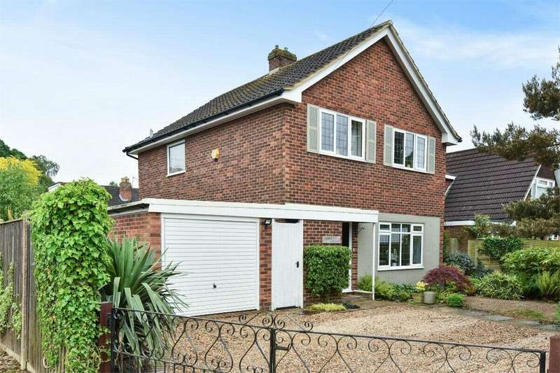 3 Bedrooms Detached House for sale in Abbetts Lane, Camberley, Surrey