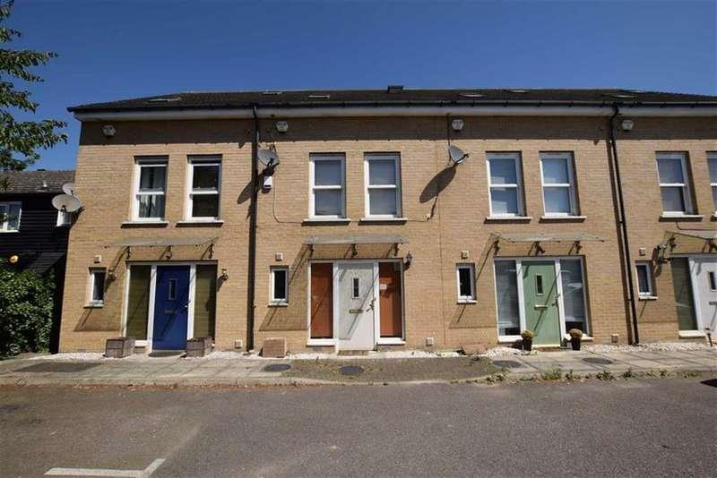 3 Bedrooms Terraced House for sale in Wood Avenue, Purfleet, Essex