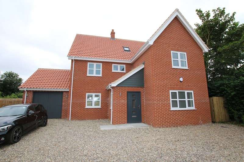 5 Bedrooms Detached House for sale in St. Peters Close, Rockland St. Peter, Attleborough
