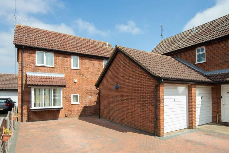 4 Bedrooms Detached House for sale in Fieldfare Green, Luton