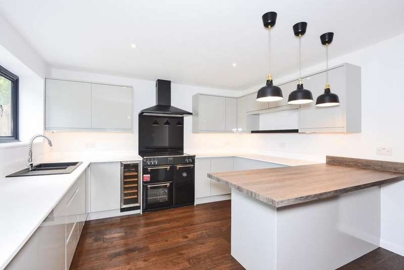 4 Bedrooms Detached House for sale in Pine Drive, Wokingham, RG40