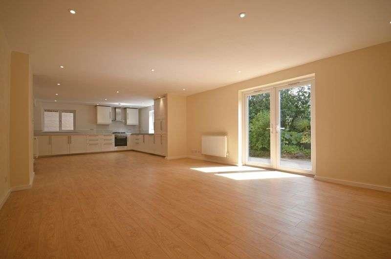 4 Bedrooms Property for sale in 35 Liphook Road, Lindford