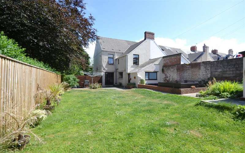 4 Bedrooms End Of Terrace House for sale in Castle Terrace, Milford Haven