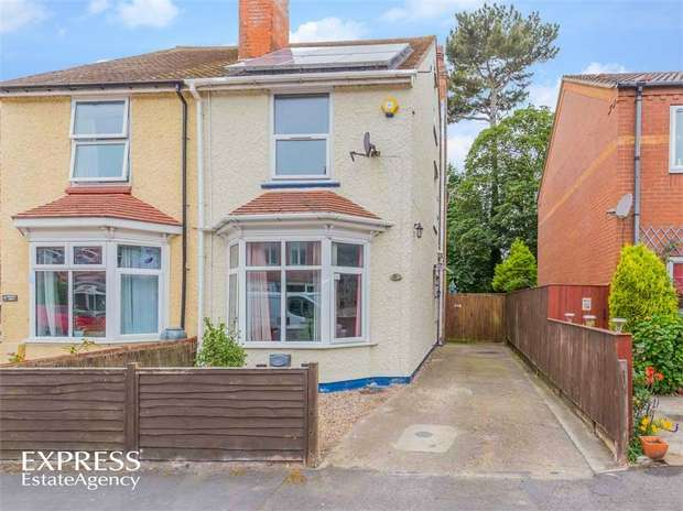 4 Bedrooms Semi Detached House for sale in Somersby Grove, Skegness, Lincolnshire