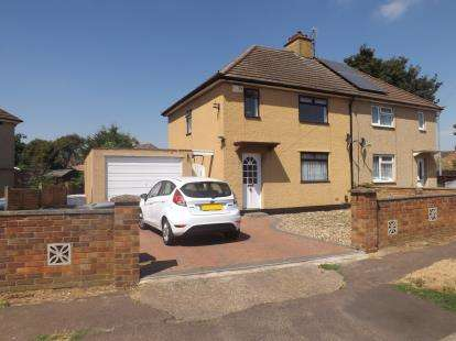 3 Bedrooms Semi Detached House for sale in Edward Road, Biggleswade, Bedfordshire