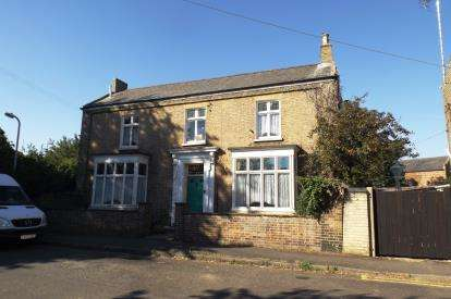 4 Bedrooms Semi Detached House for sale in West Street, Crowland, Peterborough, Lincolnshire