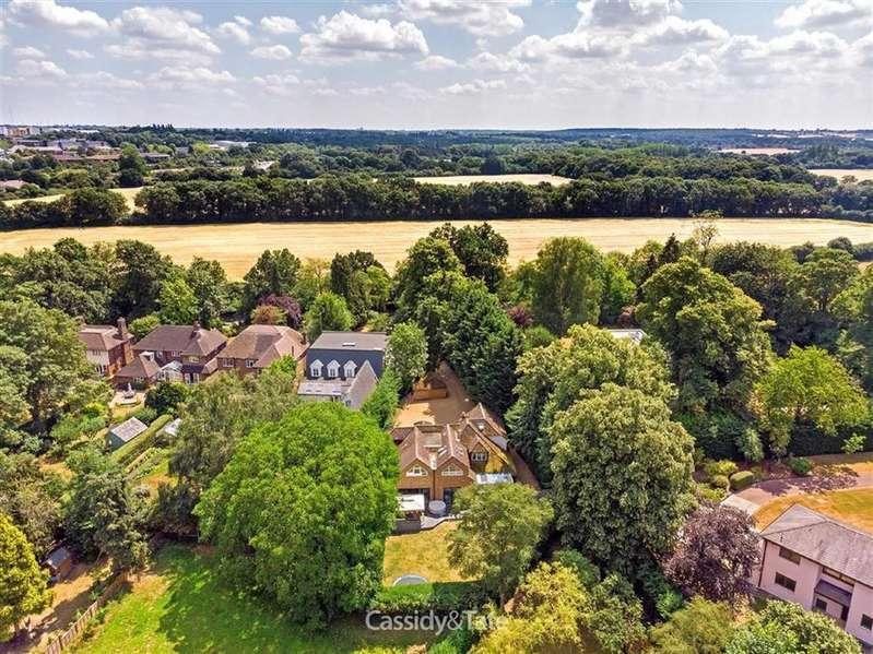 4 Bedrooms Property for sale in Wilkins Green Lane, Ellenbrook, Hertfordshire