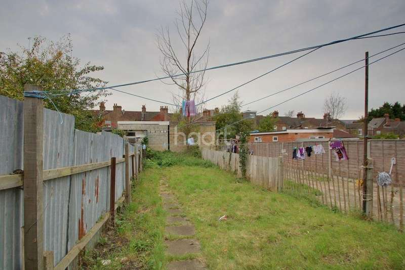 3 Bedrooms Terraced House for sale in Dallow Area