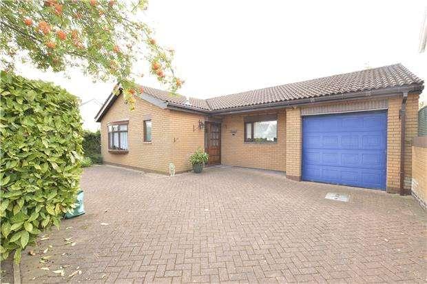 2 Bedrooms Detached Bungalow for sale in Bradley Avenue, Winterbourne, Bristol, BS36 1HU