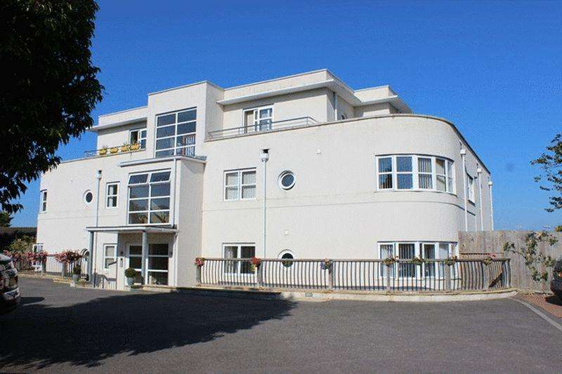 2 Bedrooms Apartment Flat for sale in Porthpean Road, St. Austell