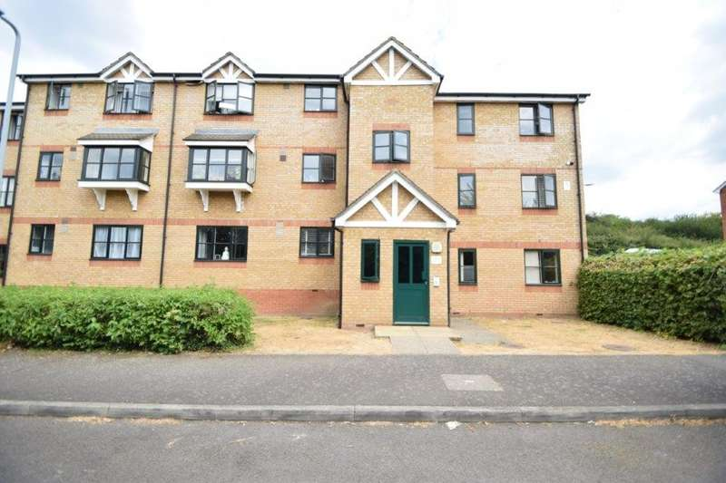 2 Bedrooms Flat for sale in Lovegrove Drive, Slough, SL2