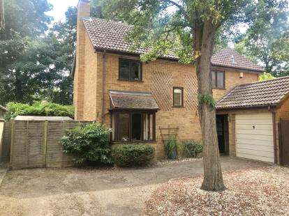 4 Bedrooms Detached House for sale in Meadow Close, St. Neots, Cambridgeshire