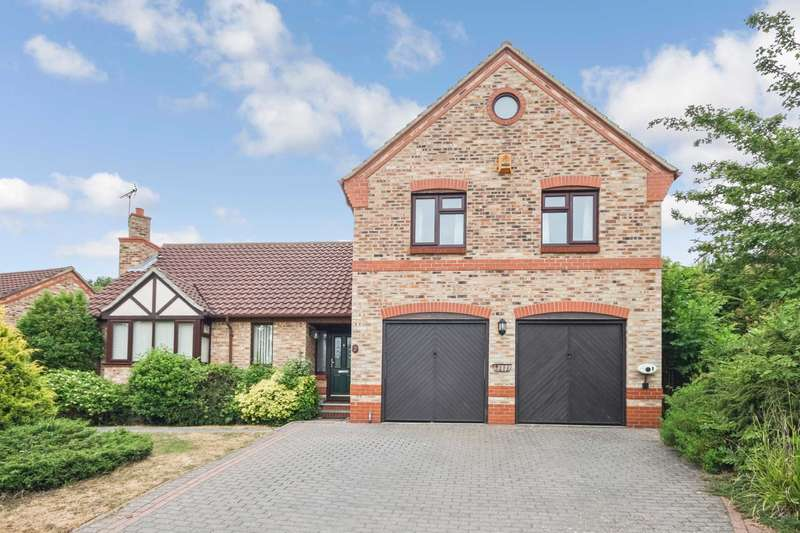 4 Bedrooms Detached House for sale in Chaffinch Crescent, Billericay