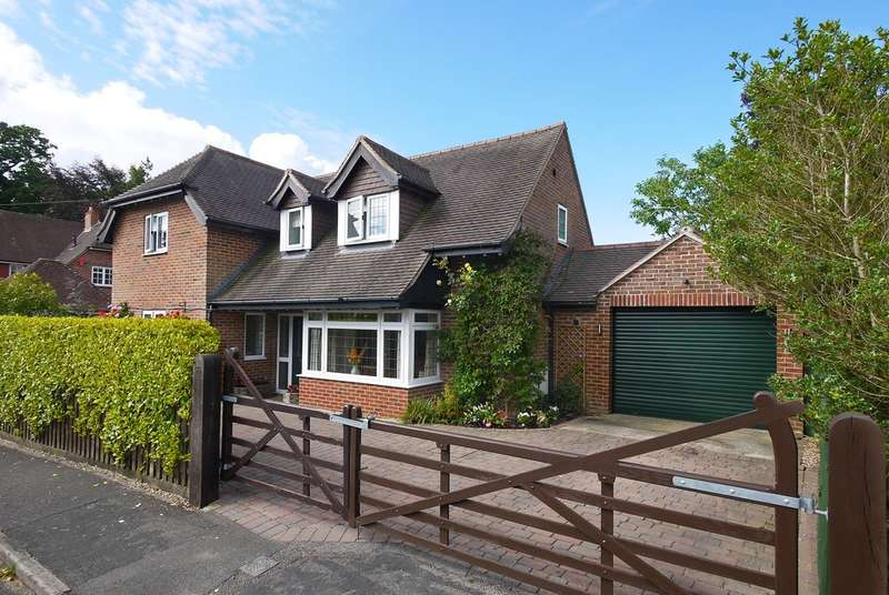 3 Bedrooms Detached House for sale in Bitterne Way, Lymington, Hampshire
