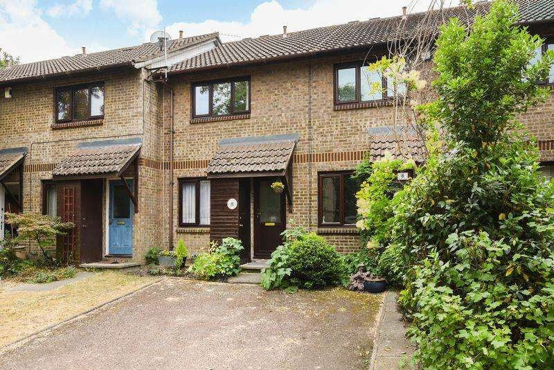 2 Bedrooms Terraced House for sale in Copse Close, Charlton