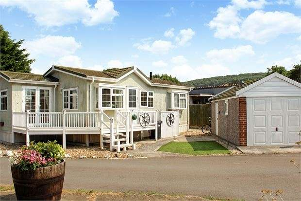 2 Bedrooms Park Home Mobile Home for sale in Ash Road, Summer Lane Caravan Park, Banwell, North Somerset. BS29 6JB