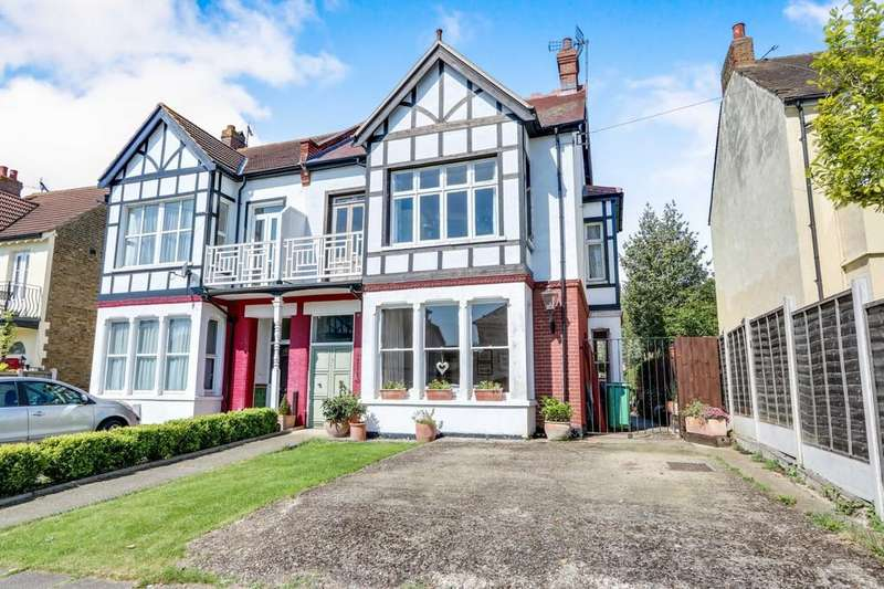 5 Bedrooms Semi Detached House for sale in Ditton Court Road, Westcliff