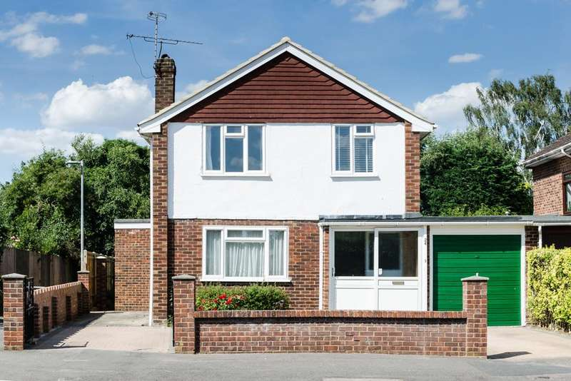 3 Bedrooms Detached House for sale in Campbell Road, Woodley, Reading, RG5 3NA