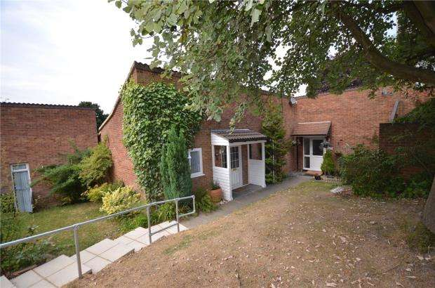 2 Bedrooms Bungalow for sale in Juniper, Bracknell, Berkshire