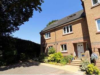 4 Bedrooms Town House for sale in Ridley Gardens, Brampton, Carlisle, CA8 1BY
