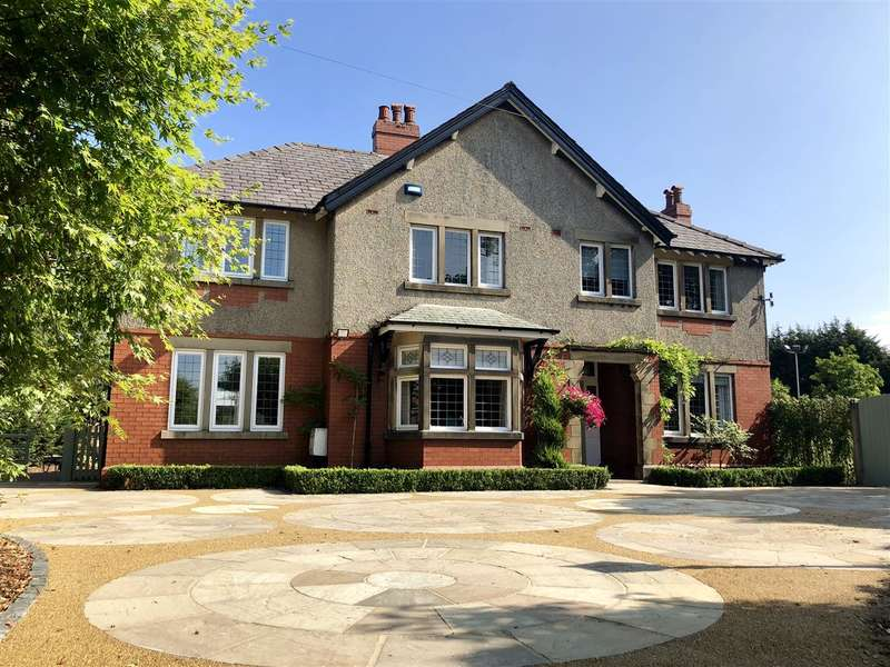 6 Bedrooms Detached House for sale in New Inn Farm House, Dawson Lane, Leyland
