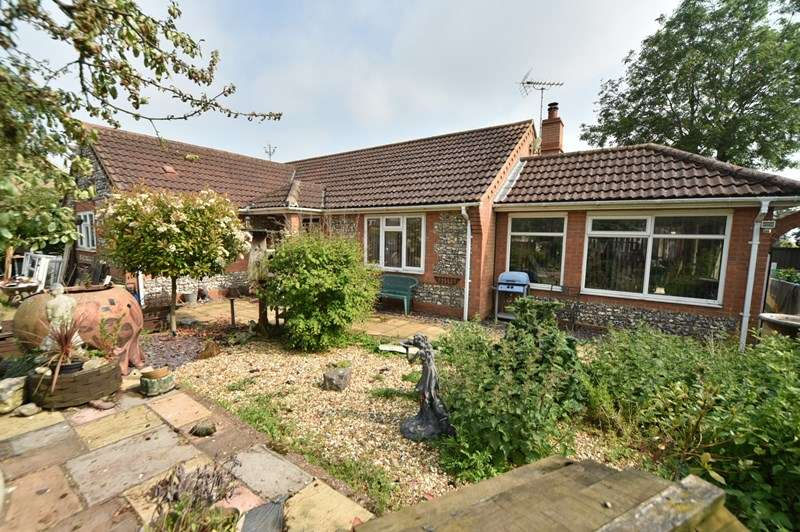 2 Bedrooms Detached Bungalow for sale in Cemetery Road, Lakenheath, Brandon