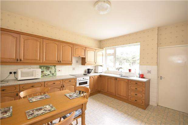 3 Bedrooms End Of Terrace House for sale in Lawn Road, Fishponds, BRISTOL, BS16 5BA