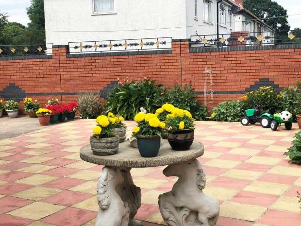 4 Bedrooms Semi Detached House for sale in Brookside Road, Hayes, UB4