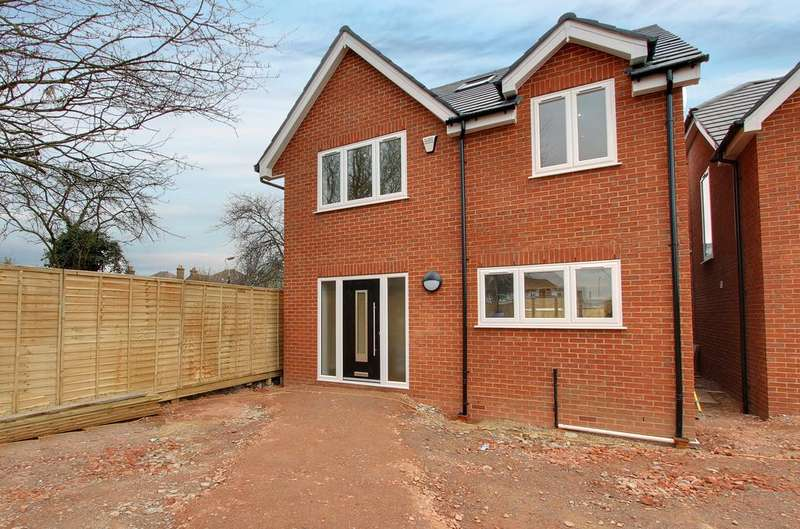 4 Bedrooms Detached House for sale in Clifford Gardens, Hayes, UB3