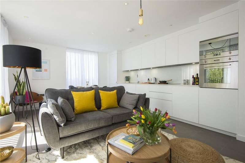 1 Bedroom Flat for sale in Cambridge Heath Road, London, E2
