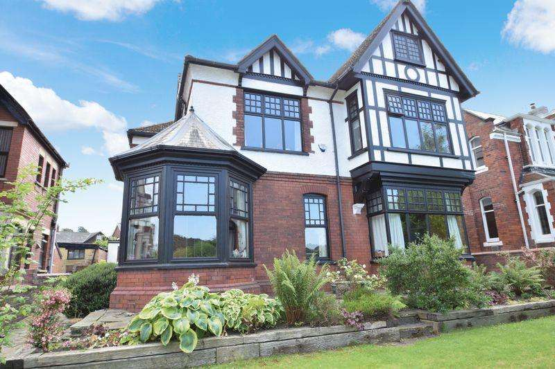 4 Bedrooms Detached House for sale in Park View, Pontypool