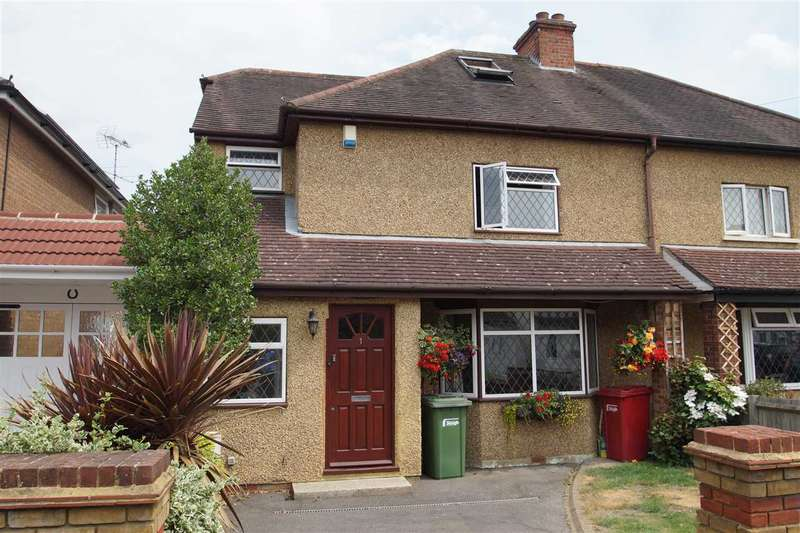 3 Bedrooms Semi Detached House for sale in Hinton Road, Cippenham