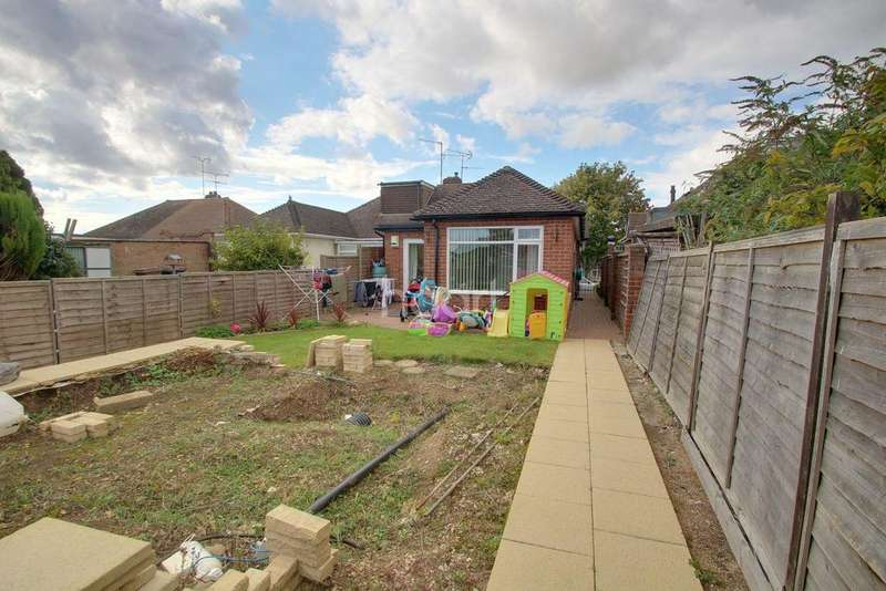 2 Bedrooms Bungalow for sale in Bungalow with Development Opportunity