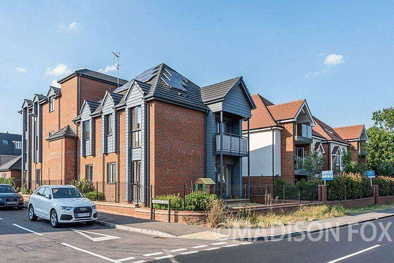 2 Bedrooms Apartment Flat for sale in Sycamore Place, Chigwell, IG7