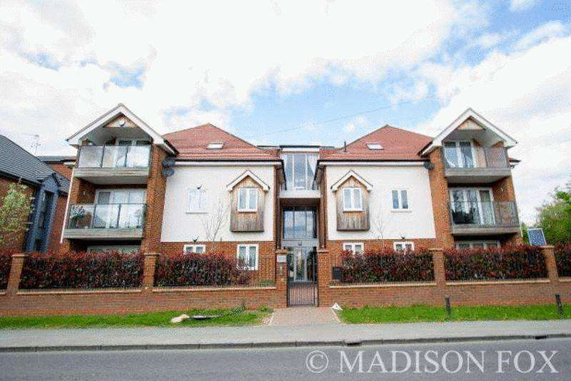 2 Bedrooms Apartment Flat for sale in Chigwell Heights, Manor Road, Chigwell, IG7