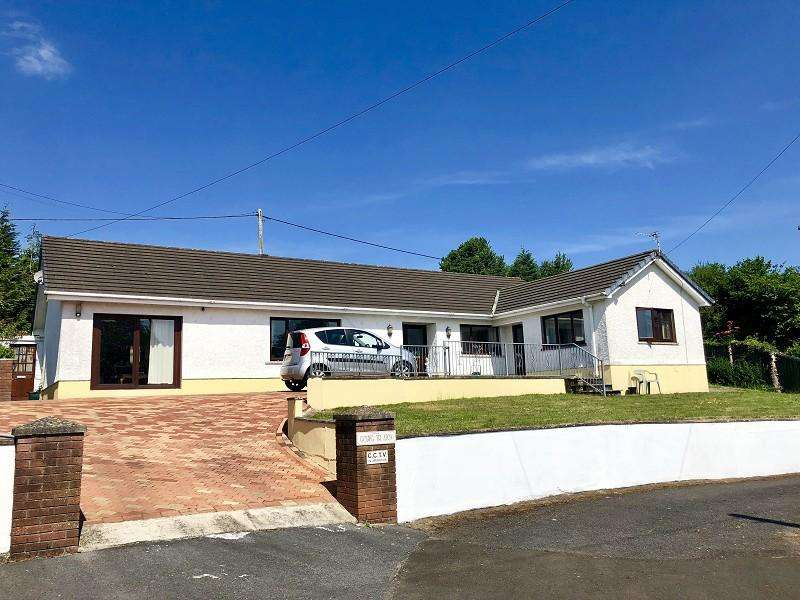 3 Bedrooms Detached House for sale in Square Compass, Llangadog, Carmarthenshire.