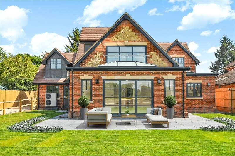 5 Bedrooms Detached House for sale in Nelsons Lane, Hurst, Berkshire, RG10
