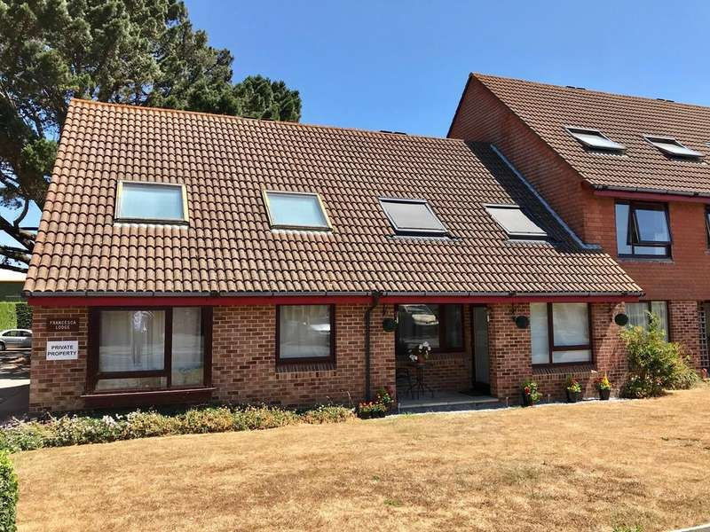1 Bedroom Flat for sale in Franchesca Lodge, Somerford Way, Christchurch BH23