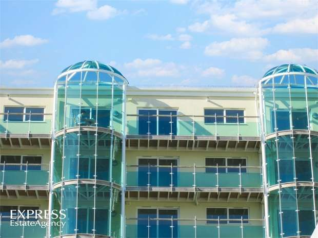 2 Bedrooms Flat for sale in 1 Ayton Drive, Portland, Dorset