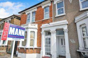 3 Bedrooms Maisonette Flat for sale in Brownhill Road, Catford, London