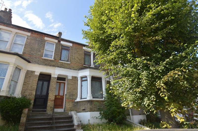 3 Bedrooms House for sale in Nithdale Road, Shooters Hill, London SE18