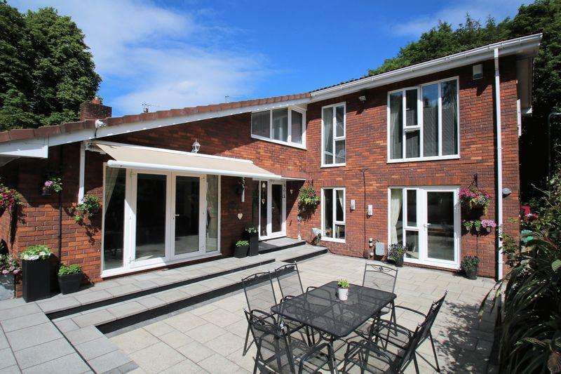 4 Bedrooms Detached House for sale in Valley Close, Yarm TS15 9SE