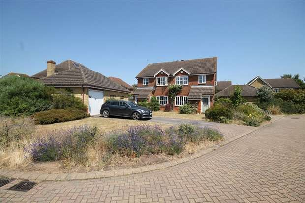 3 Bedrooms Semi Detached House for sale in Mentmore Close, Great Denham, Bedford