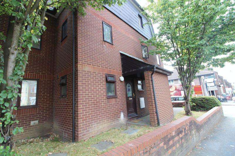 2 Bedrooms Flat for sale in LARGE two DOUBLE bedroom flat in Dallow Road